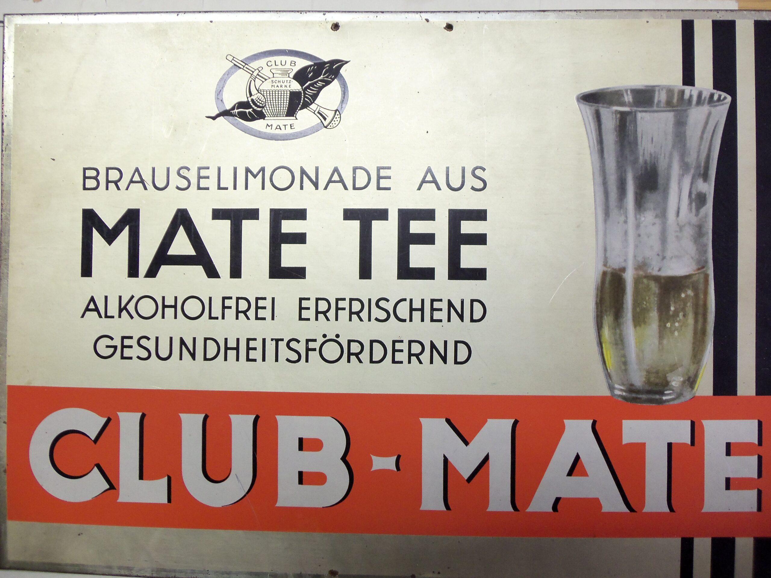 Club-Mate-Werbeschild der Mate-Industrie Köstritz